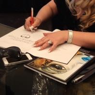 Giancarla Parisi autografa il catalogo