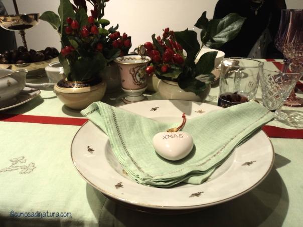 Una tavola delle feste semplice ed elegante